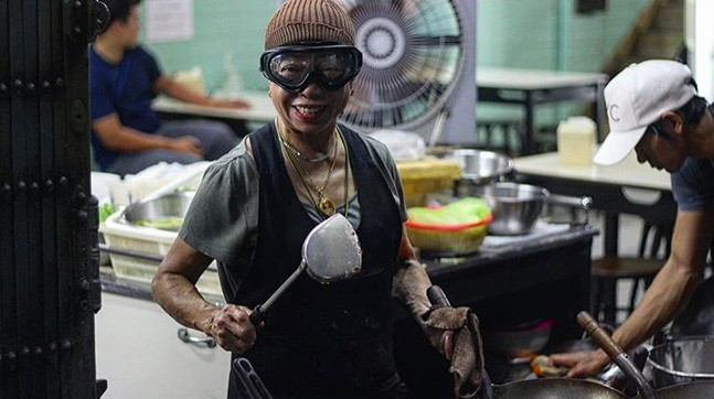 This 70-Year-Old Street Food Cook From Thailand Surely Deserved Her Michelin Star (21 pics)