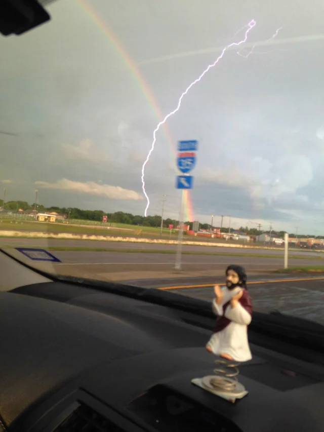 Perfectly Timed Photos - Timing Can't Get Better! (42 PICS)
