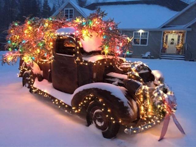 Christmas Celebrations Around the World - (18 - Pics)