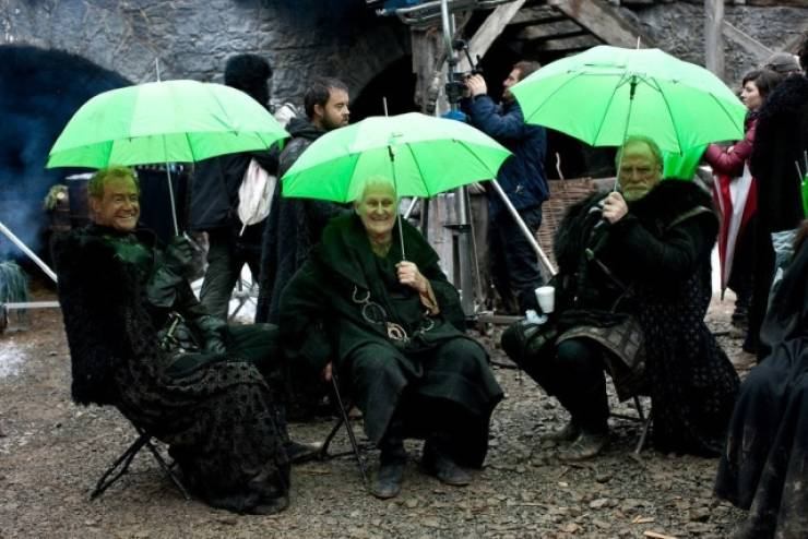 """Behind The Scenes Of """"Game Of Thrones"""" (50+ pics)"""