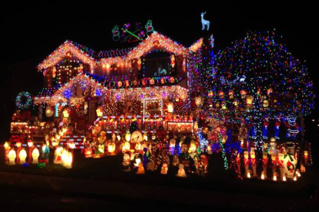 When People Go Full Christmas Mode Around The World - (20 pics)