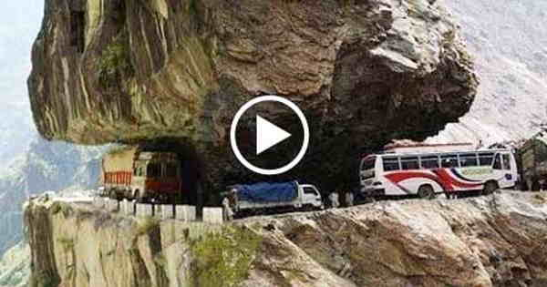 World's Most Dangerous Road Journey - Shimla to Manali , Himachal Pradesh , India